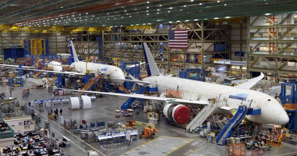 Engenharia Aeronáutica: o que é, o que faz e quanto ganha?